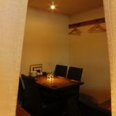 最大10名様まで可能の小上がりテーブル席は、やや壁が高くなっているためプライベート感満載です。