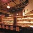 Avantiのお酒の種類はなんと500種以上♪世界のビールに、ワインや季節のカクテル、今入手困難なジャパニーズウイスキーなどなど♪綺麗に並んだ珍しいボトルを見るのもひとつの楽しみ◎