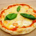 窯で焼き上げた本格ピザは大人気!「CARIBBEANCAFE(カリビアンカフェ)守谷店」の看板メニューです!食事やつまみと大活躍です!