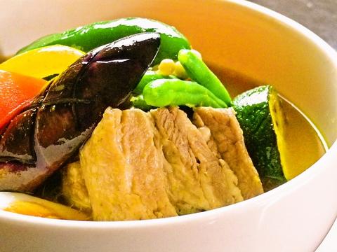 調味料は塩とスパイスのみ!素材の味を生かしたこだわりのスープカレー。
