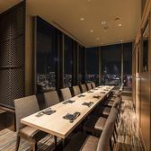 8名~14名様対応の、2面の絶景夜景を一望できる半個室テーブル席♪関西夜景百選にも選ばれた、地上127Mの高さから眺める壮大な景色をこだわりの和食料理と共にお楽しみください。梅田でのデートや接待から記念日や各種宴会まで、様々なシーンで素敵な時間を燦 大阪店が演出いたします。