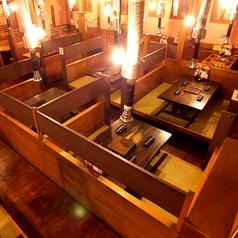 写真は座敷とテーブル席両方になります。1卓4名が9席/1卓6名が4席のテーブル席があります。