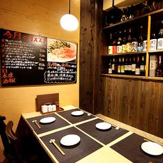 仲間内での飲み会や合コン等、多目的に使用できます。テーブル席なので、組み替えて様々なシーンに対応できます♪東梅田で食べられる、絶品の鶏料理。自慢の串焼きが入った2時間飲み放題付宴会コースは全7品2980円!東梅田で居酒屋をお探しなら、ぜひ当店へ!