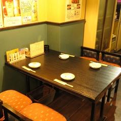 テーブル席は4名様用をご用意しております
