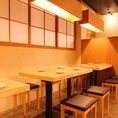 店内はオープンテーブルで厨房での迫力ある藁焼きを見ながらのお時間をお楽しみいただけます♪