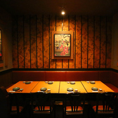 8名様用のテーブル席になります♪薄暗い照明がほのかに照らす上品な大人の空間です♪ 女子会やママ会などのご利用で◎