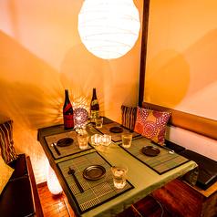 デートや女子会にピッタリの2名様からくつろげる個室席を用意。周りを気にせず料理とお酒をご堪能ください。