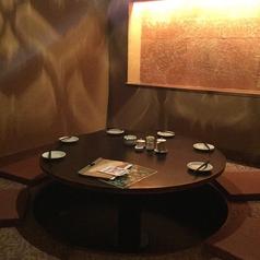 お籠り感たっぷり♪丸テーブルの掘り炬燵個室!