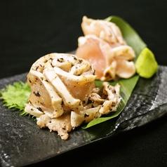 料理メニュー写真地鶏の刺身二盛り合わせ