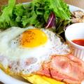 料理メニュー写真Bacon&Cheddar ベーコン&チェダー (ベーコン、チェダーチーズ、目玉焼き、サラダ、ジャーマンポテト)