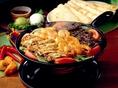 リフライド ビーンズ / Refried Beansメキシコ人は大の豆好き。ピントビーンズを柔らかく煮て、軽くマッシュしたリフライドビーンズは、アステカの時代からメキシコ人の食卓に上ってきました。
