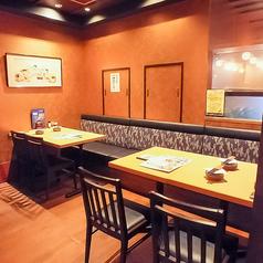 おしゃれな和柄の生地を壁にあしらった半個室。ちょっとした集まりに◎落ち着いた空間でゆっくりとした時間をお過ごしください。佐渡の郷土料理と新潟の地酒が楽しめる『土風炉』で、皆様のお越しをお待ちしております。