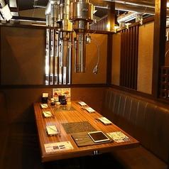 会社の飲み会や友人との食事にもオススメです。カップルにも最適なお席をご用意しております。