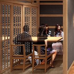 2F 個室は 2名,4名,6名,8名席をご用意全44席ご用意がございます。