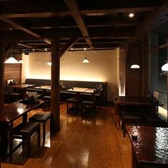 入口の竹や外観にある庭園が見えるお席も人気です。落ち着いた雰囲気をイメージし、日本酒を堪能できる居酒屋は当店だけです!