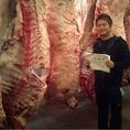 ★肉のこだわり★独自の仕入れルートを確立し、選び抜いた黒毛和牛、神戸牛を使用。赤身と霜降りのバランスがとれたお肉は一枚一枚丹精込めてカットされお客様のもとへ