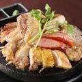 料理メニュー写真黒豚とふもと赤鶏の炙り 豪華桜島盛り(3~4人前)