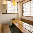 【個室】プライベート空間がうれしい個室席を完備。木製の背もたれ付きベンチタイプの椅子がある珍しいお部屋です。人数に応じて変更可能◎各シーンに合わせてご案内致します。ご予算・人数などご不明点等ございましたらお気軽にお問い合わせ下さいませ。