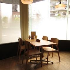 【2名~4名様利用可!】ガラス張りの空間で爽やかな空間を演出!3人や4人でもぜひご利用ください!