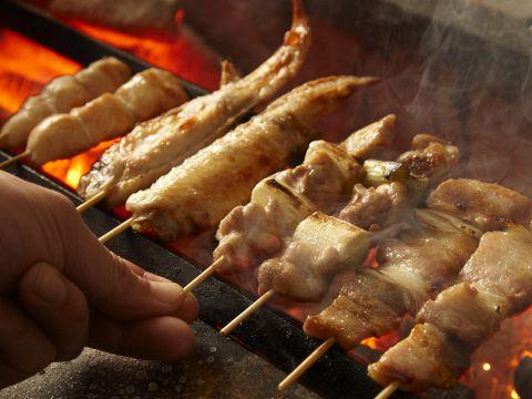 炭火焼鳥専門店うまいビールと美味い焼鳥でお出迎え。ご予約、各種ご宴会承り中!