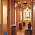 個室は2名個室から大小さまざまございます。(写真は系列店)