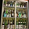 当店の日本酒は利き酒師である店主が厳選した、東北産の地酒や全国の有名・希少銘柄の日本酒を取り揃えております。牛タンや海鮮料理との相性は最高です。他にも様々なドリンクメニューをご用意しておりますので、居酒屋 青葉の蔵 仙台国分町フォーラス前店で、是非郷土料理と地酒をお楽しみください。