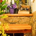 ハイチェアーのテーブル席がバルの雰囲気にぴったり★シーンに合ういろいろなコーナーごとに素敵なオブジェがあって楽しい気分になります♪