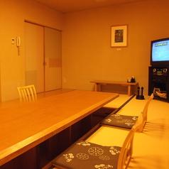 8名様まで利用可能な完全個室「たいこ」は、ご家族やご友人同士の利用におすすめです。カラオケ付きなので皆様でお楽しみ下さい♪