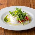 料理メニュー写真北海道産モッツァレラのカプレーゼ