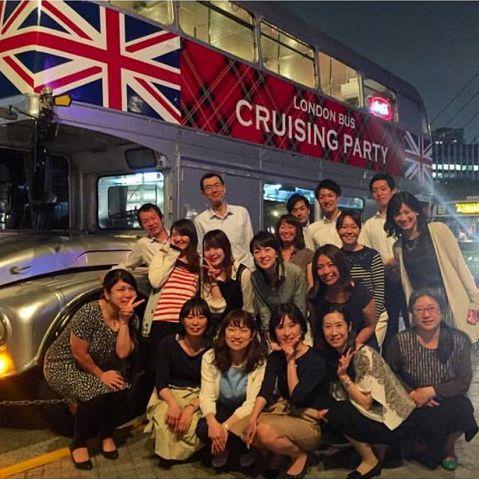 イギリス国旗のラッピングのあるレトロポップなロンドンバスです!