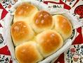 ご堪能頂くためにお持ち帰り頂けるパンのメニューもご用意させて頂いております。