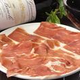 鶏料理だけではなく、ワインに合う一品料理も多数取り揃えております。