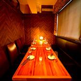 間接照明の数々が雰囲気を演出!ダウンライトがほんのり照らす個室空間は、接待や女子会、デート、歓送迎会など各種宴会に最適◎