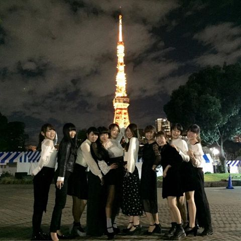 都内の雑踏も、ロンドンバスの2階からの眺めは景色が違って見えます!コースにより東京タワーをバックに記念撮影も可能です!