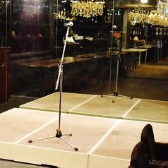 【貸切設備充実】ステージは余興や司会にぴったり♪移動OKなの中央や端など、ご宴会に合わせてご用意いたします★