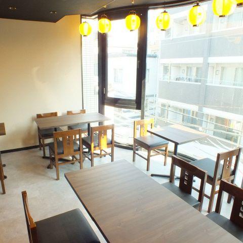 少人数でも入りやすい、テーブル席各種ございます!