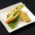 料理メニュー写真豆とチーズスティック巻き