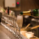 高瀬川の夜景をながめながらシャンパン・ワインで楽しいひと時をお過ごしください。
