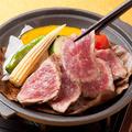料理メニュー写真和牛リブロースと季節野菜の陶板焼き