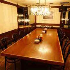 テーブル席の個室となっています。