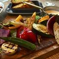料理メニュー写真グリル野菜の盛り合わせ バー二ャカウダーソース