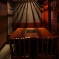 職場の同僚や仲間との飲み会に最適な空間をご提供。もちろん学生の方も大歓迎!いつもとは一味違ったワンランク上の和モダン空間をご体感ください。お魚料理とお酒を楽しむには文句なしの組み合わせです。