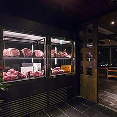 肉一筋40余年のプロが選ぶ極旨肉を堪能あれ。