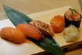 料理メニュー写真サーモン食べ比べ寿司