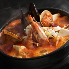 料理メニュー写真海鮮スンドゥプチゲ/納豆キムチチゲ