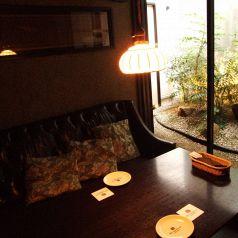 綺麗なお庭付きソファー個室☆