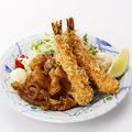 料理メニュー写真豚生姜焼きと海老フライ定食