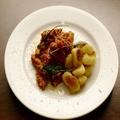 料理メニュー写真牛トリッパのトマト煮込み・焼きニョッキ添え