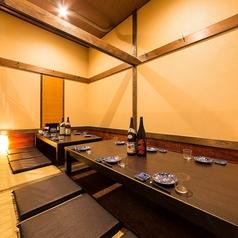 【10名様までご利用頂けるお席個室席】広々とした空間でのお食事をお愉しみください。各種大人数での宴会や集まりなどの飲み会に最適なお席です!のんびりお過ごしいただけますので最後までごゆっくり宴会をお愉しみ下さい。ご希望の際には御早目のご予約をおすすめいたしますのでお気軽にお問合せください!