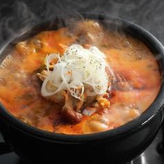 料理メニュー写真ヘルシー野菜とお肉のユッケジャンスープ